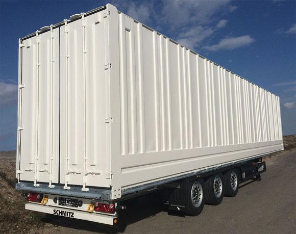 Schmitz-Cargobull-desarrolla-un-furgon-especial-de-chapa-para-el-transporte-de-ropa-colgada.jpg